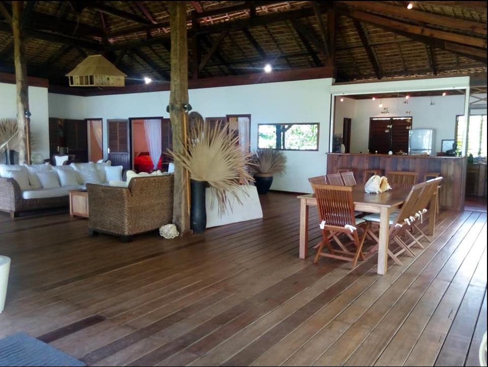 Nosy Be Location, trois chmbres, SDB, cuisine et salon ouvert sur le jardi et la plage