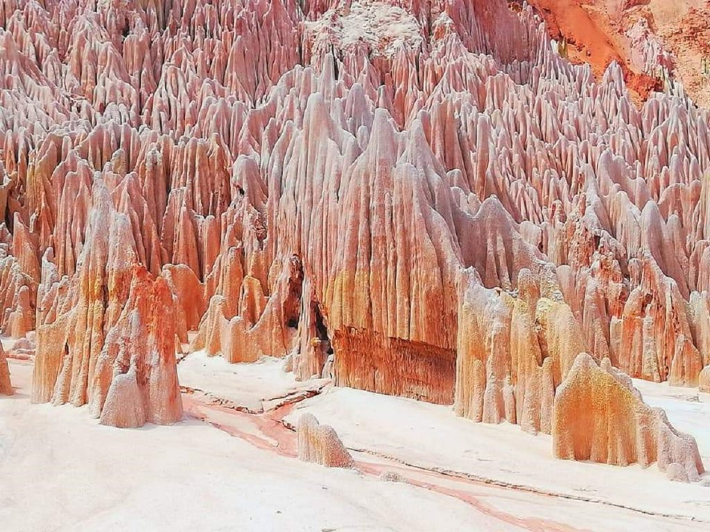 Dans le circuit de Diego, les tsingy rouges